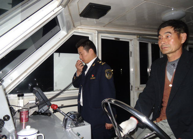 芜湖荻港海事处积极开展夜间巡航
