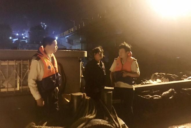 芜湖荻港海事处加强夜间现场监管保障辖区安全稳定