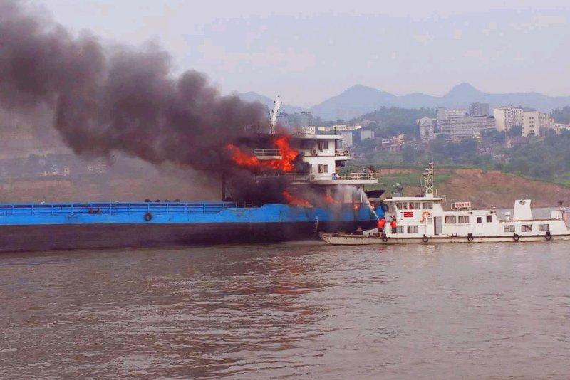 重庆渝北洛碛水域一船舶突然爆炸
