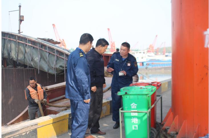 慈湖海事处联合皖江船检局开展同
