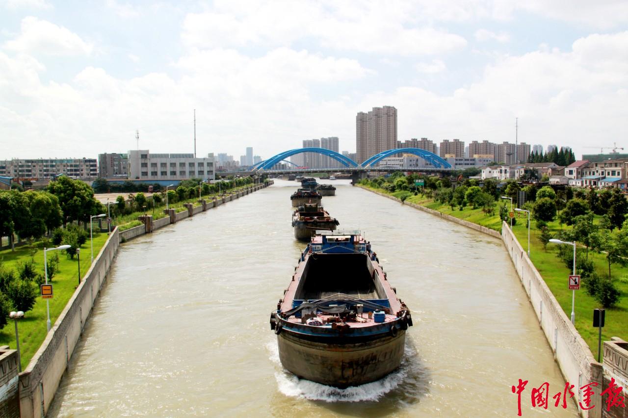 张家港船闸单日放行船舶首次突破500艘